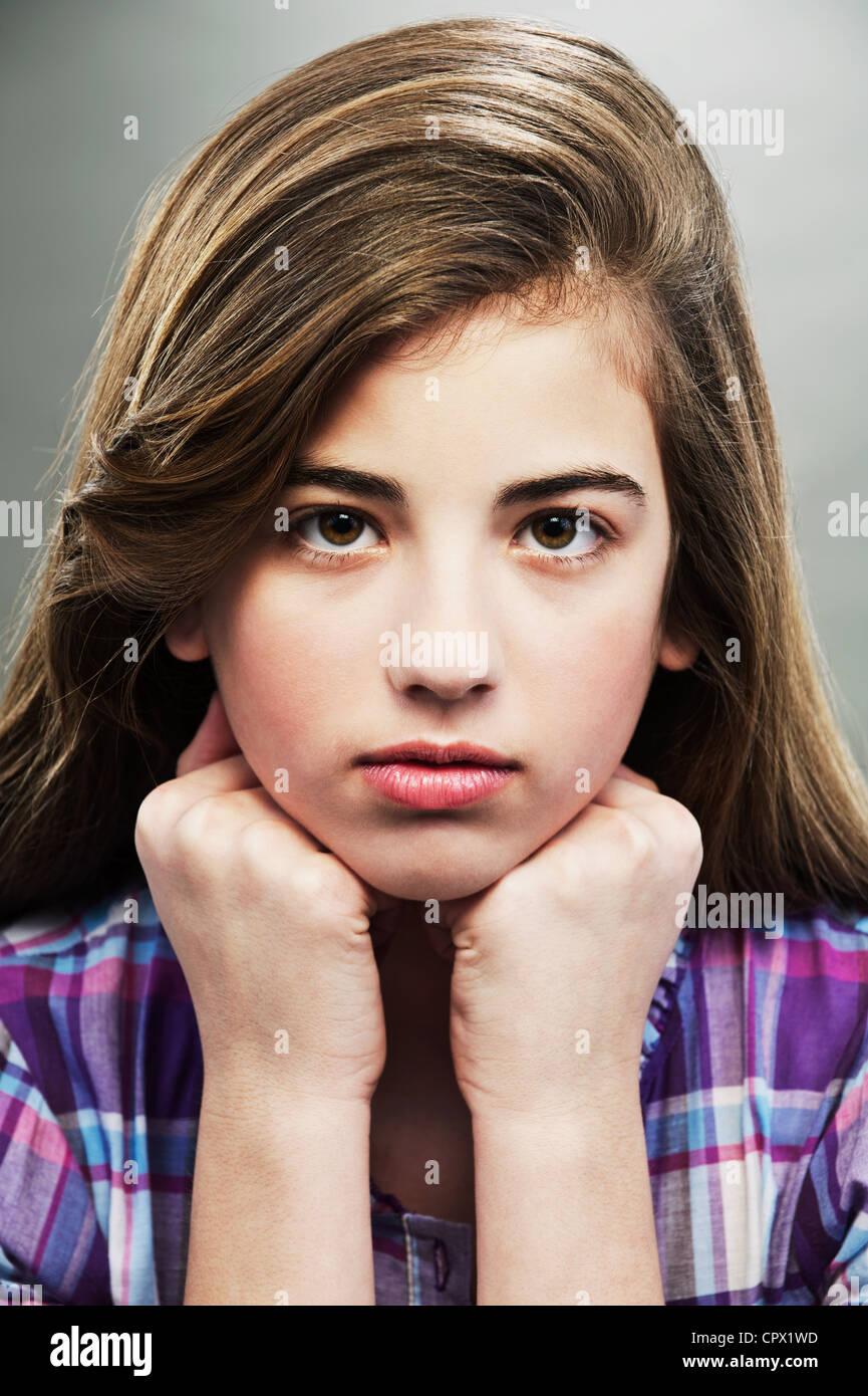 Porträt des jungen Mädchens, Studio gedreht Stockbild