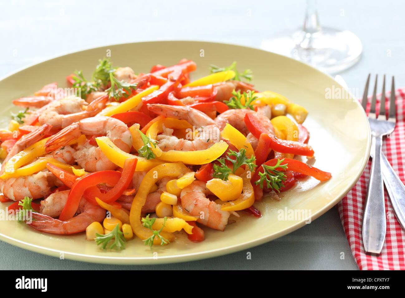 Garnelen Sie mit Paprika und Mais Stockbild
