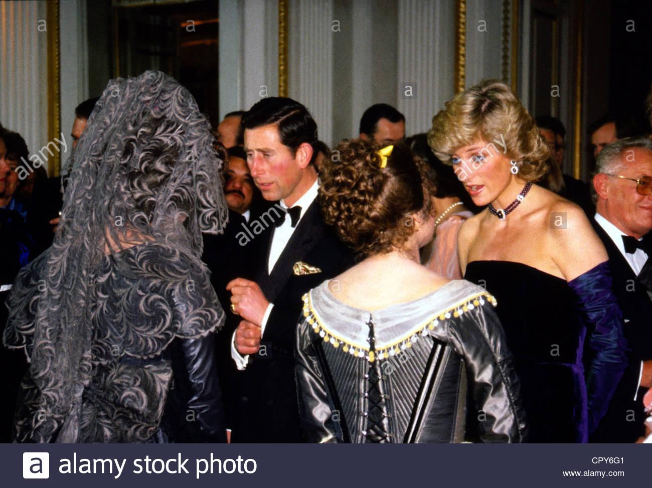 Diana, 1.7.1961 - 31.8.1997, Prinzessin von Wales, halbe Länge mit Prinz Charles, im Rahmen eines Empfangs Stockbild