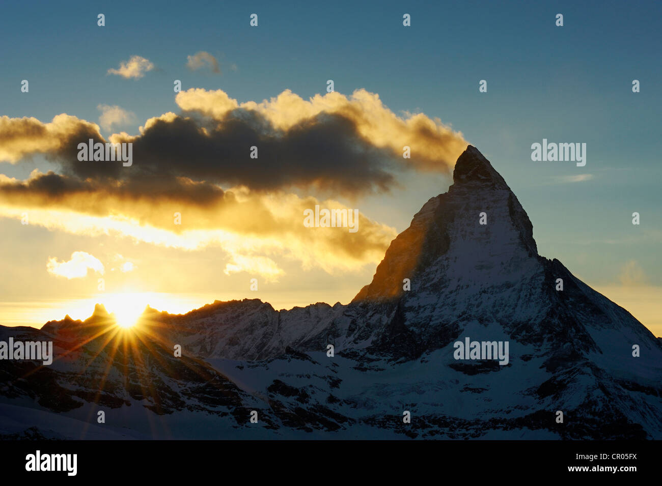 Mt. Matterhorn bei Sonnenuntergang, Zermatt, Wallis, Schweiz, Europa Stockfoto