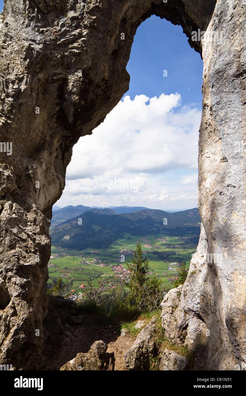 Breitensteinfenster Rock Fenster am Mt. Breitenstein in der Nähe von Fischbachau, Alpen, Oberbayern, Deutschland, Stockbild