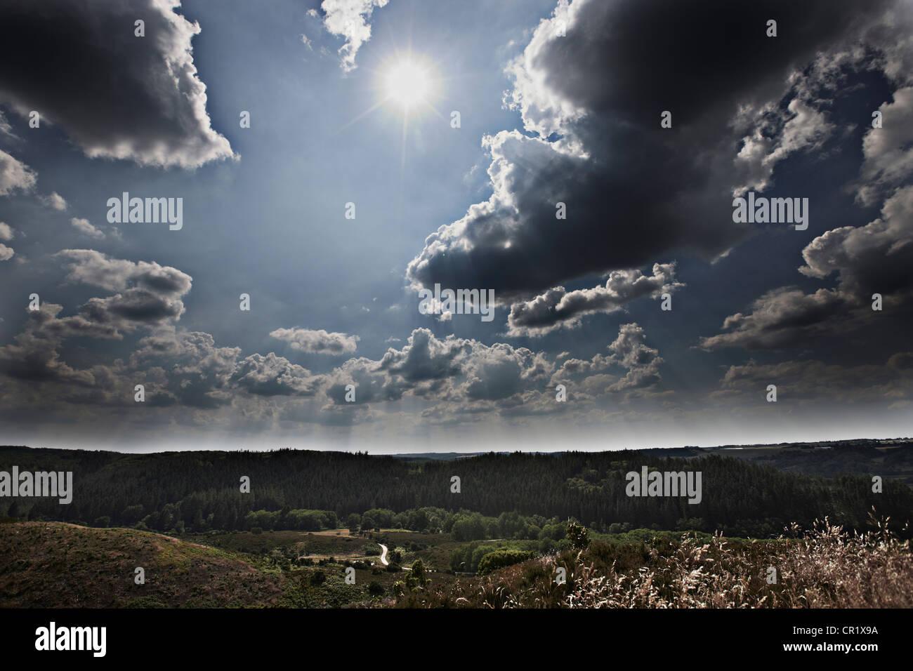 Wolken über ländliche Landschaft Stockbild