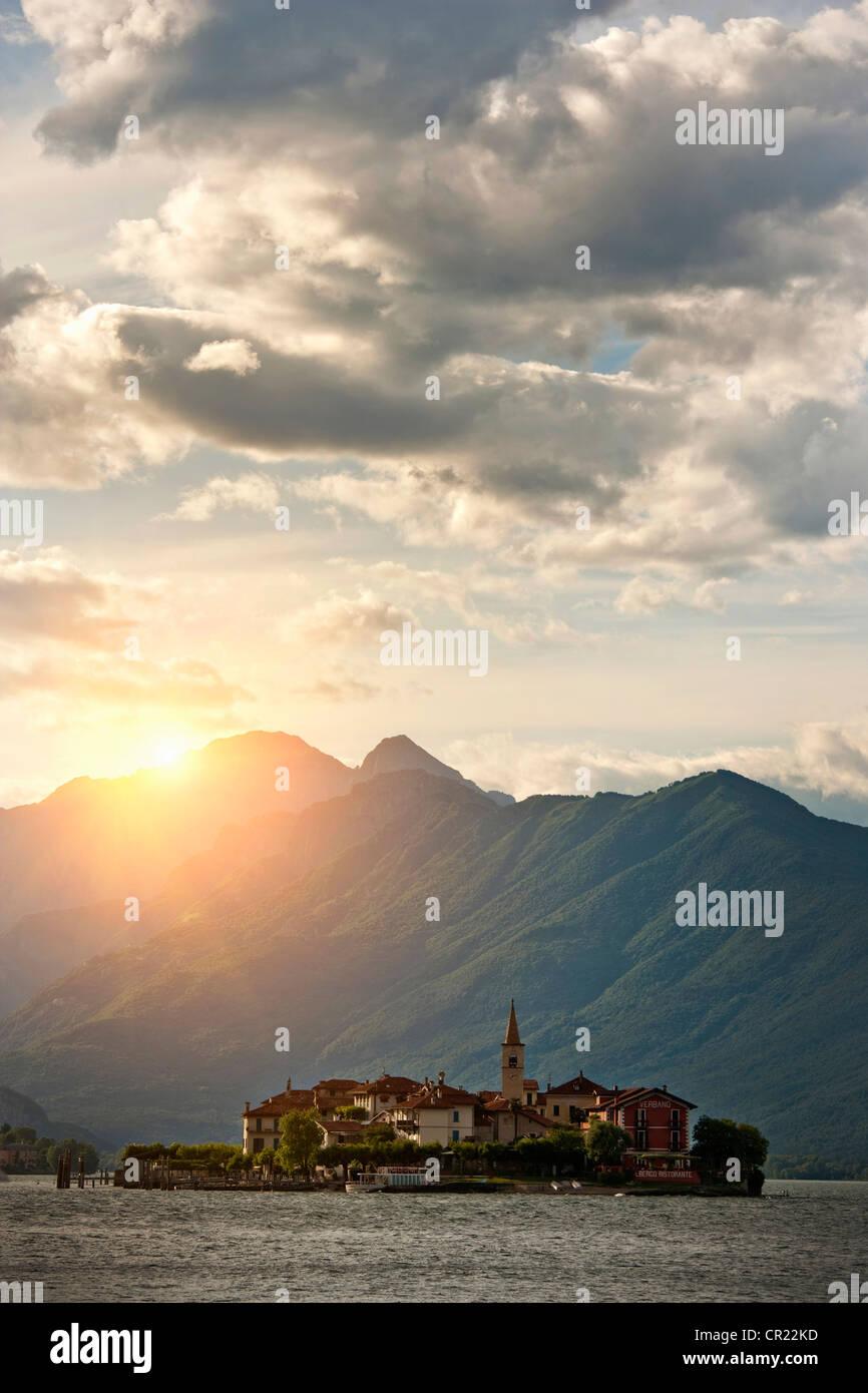 Sonne über Wasserburg auf Insel Stockbild