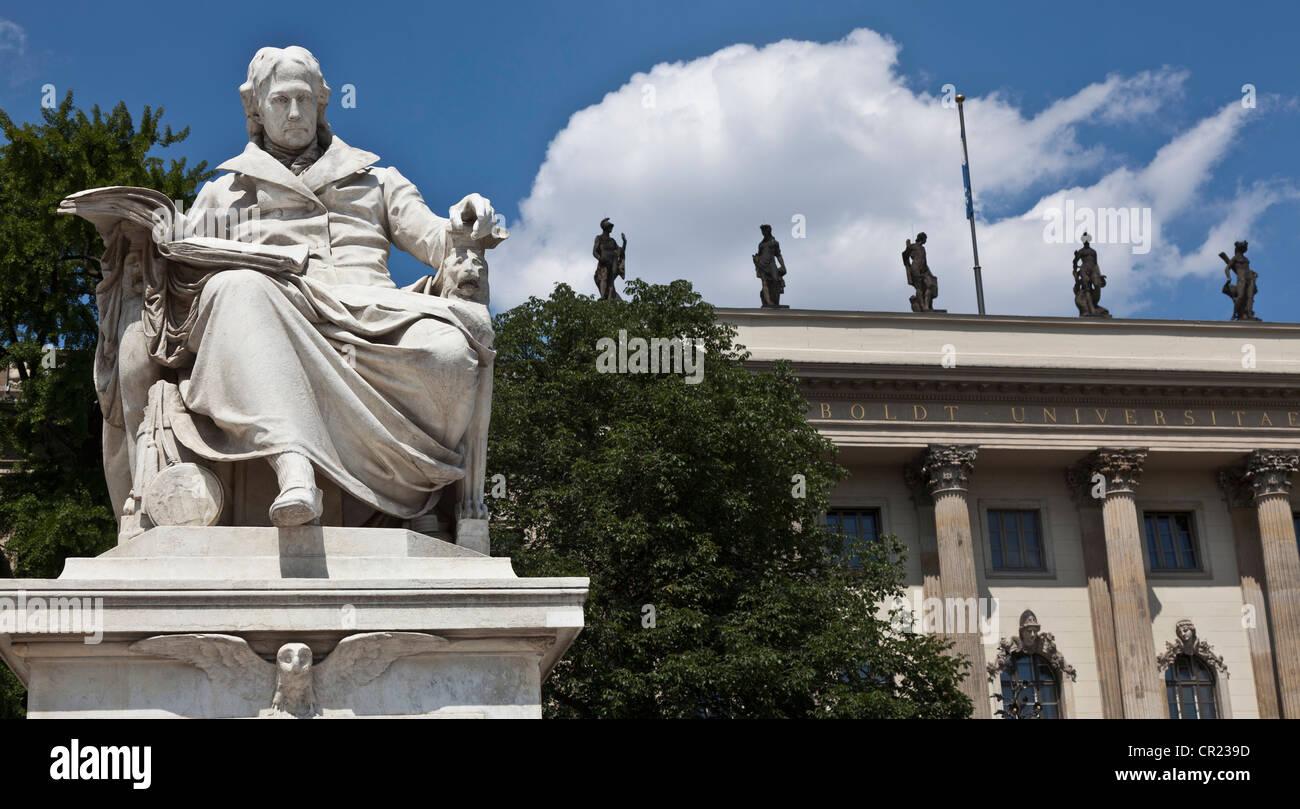 Kunstvolle Statue im Innenhof Stockbild