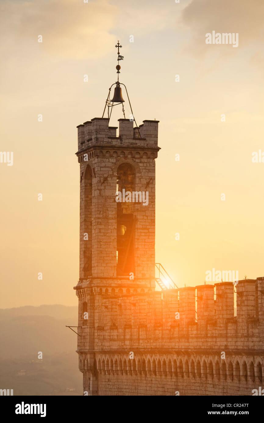 Sonne am Glockenturm Stockbild