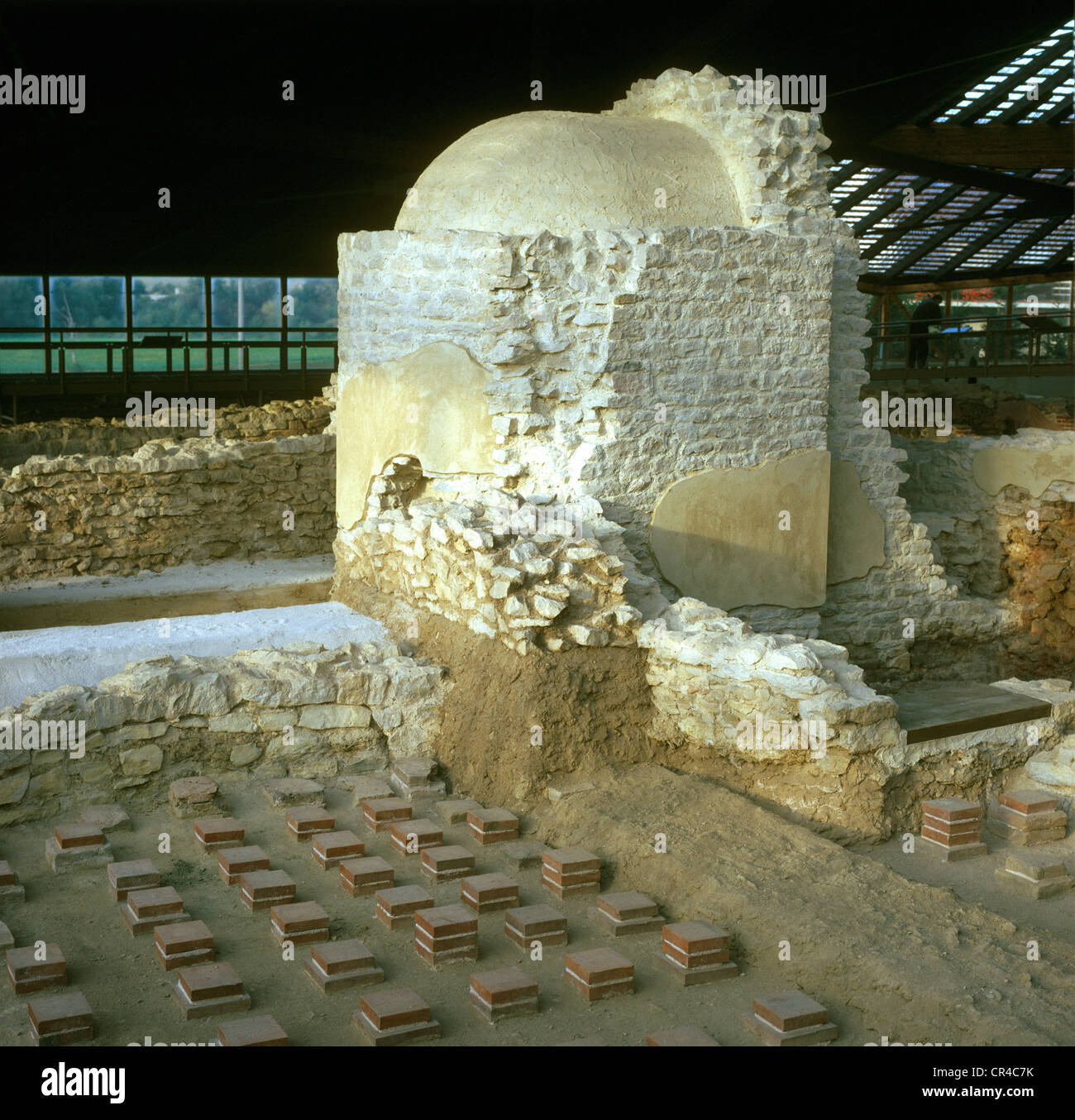 Steinschwitzbad vor dem kalten Bad, Wiederaufbau, römische Ausgrabungen, Weissenburg, Mittelfranken, Franken, Stockbild