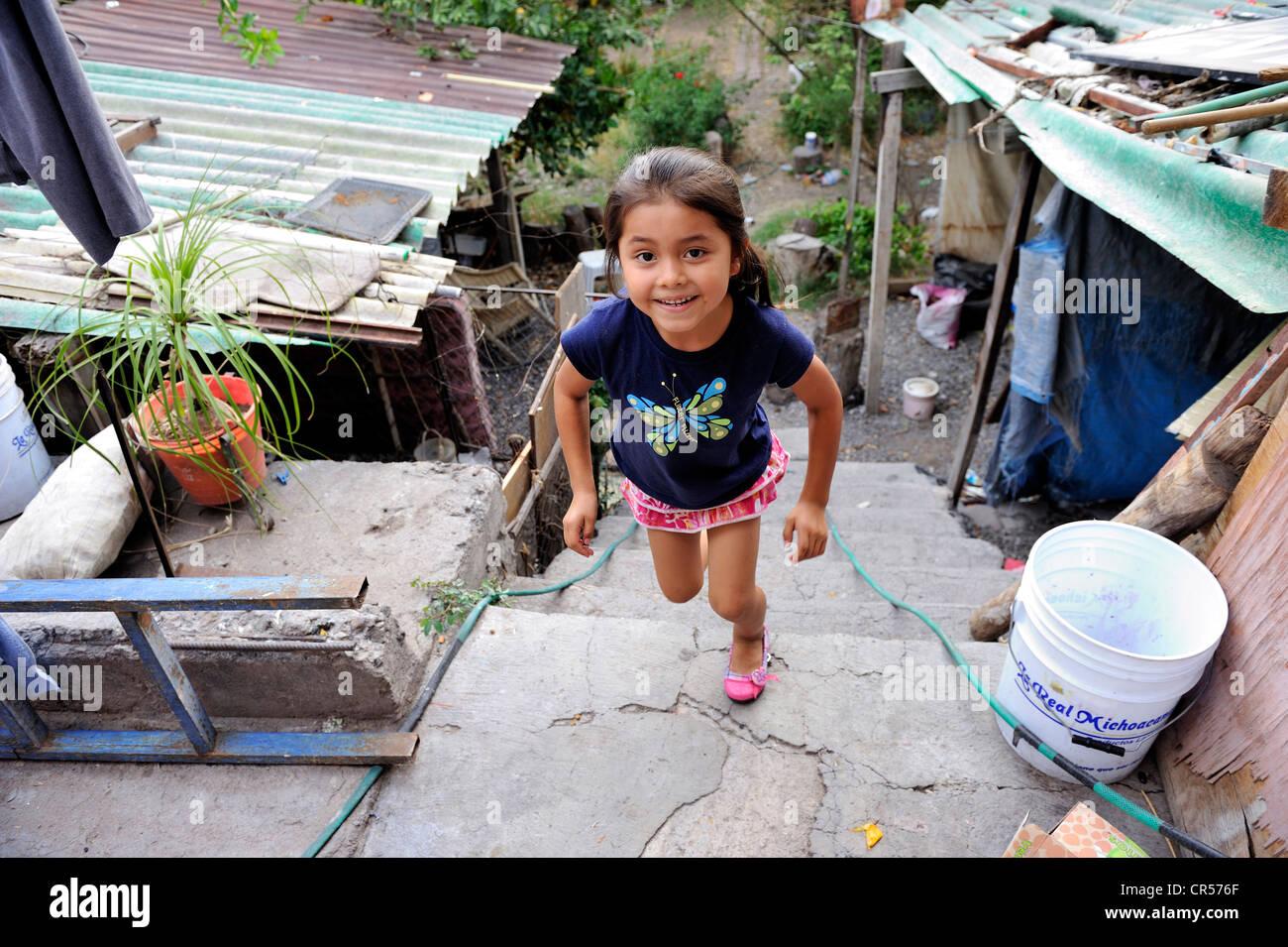 Mädchen in einem Armenviertel, Queretaro, Mexiko, Nordamerika, Lateinamerika Stockbild