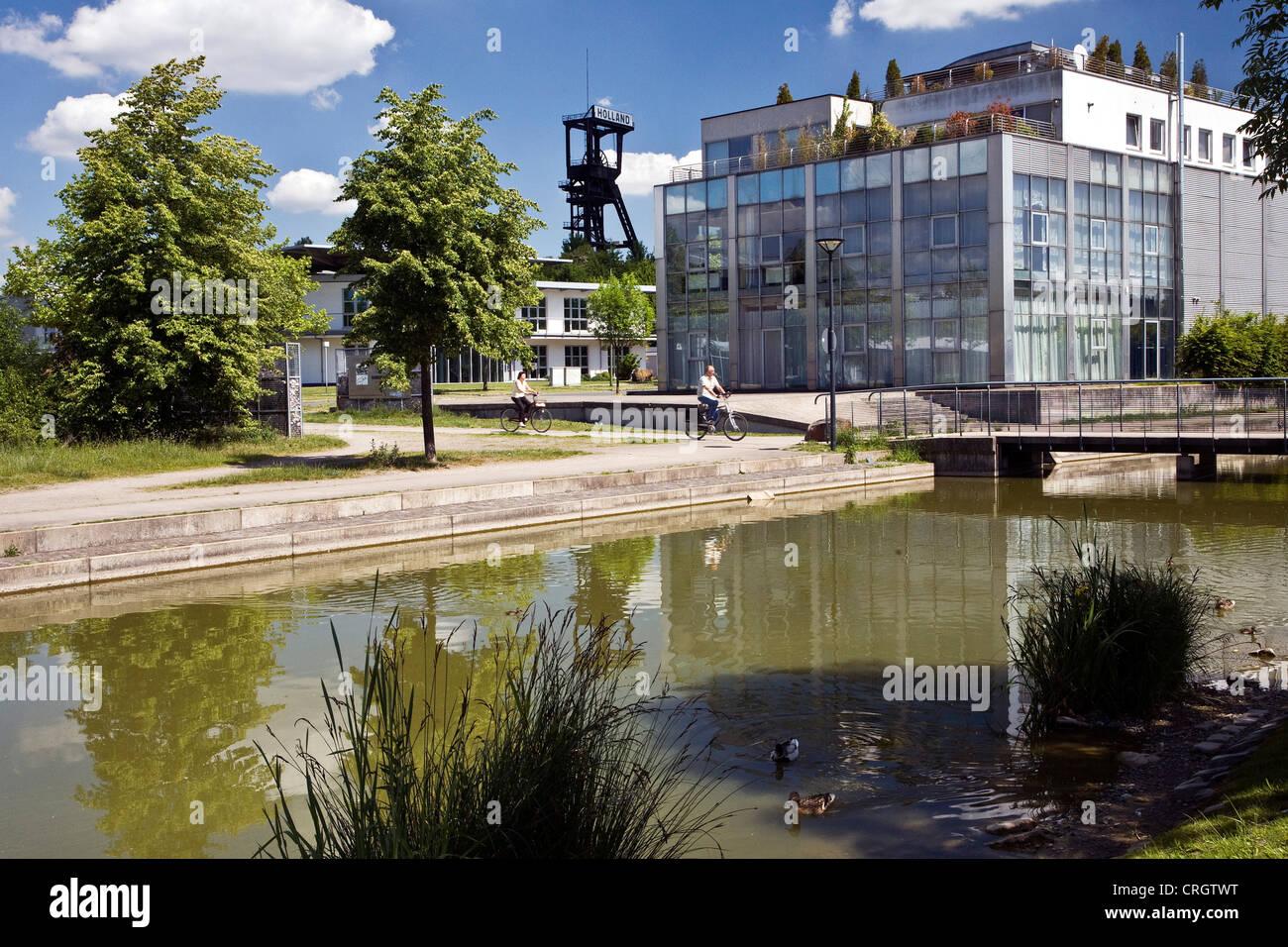 neues gewerbegebiet in bochum wattenscheid mit den f rderturm der ehemaligen kohle mine holland. Black Bedroom Furniture Sets. Home Design Ideas