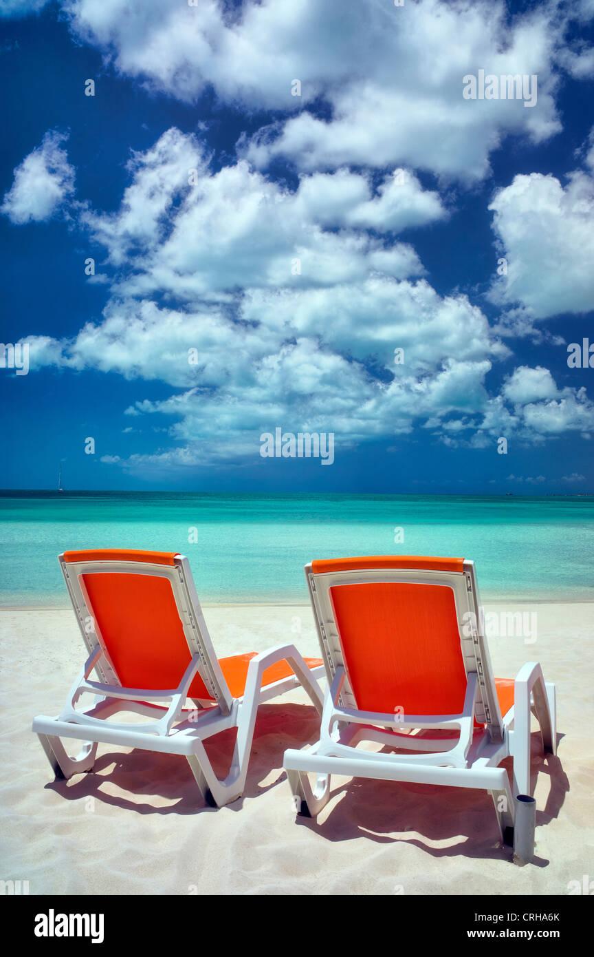 Sapodilla Bay mit Strandkörben. Providenciales. Turks- und Caicosinseln Stockbild