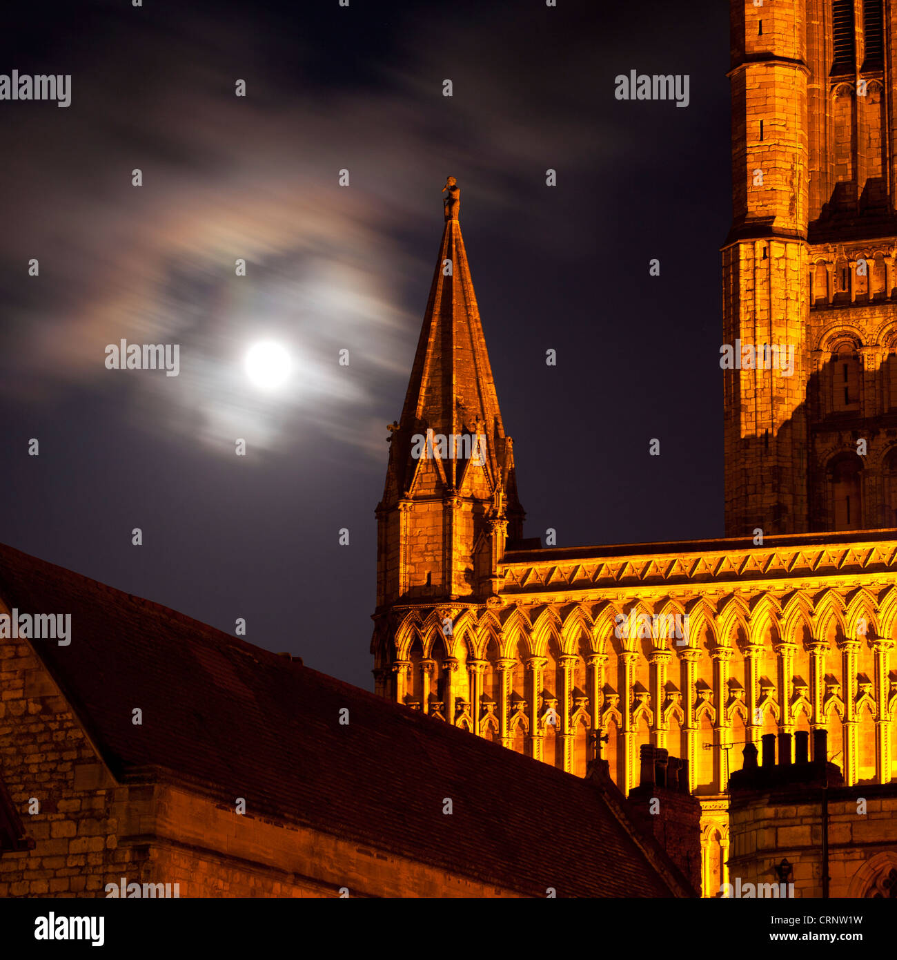 Vollmond hinter Lincoln Kathedrale. Stockbild