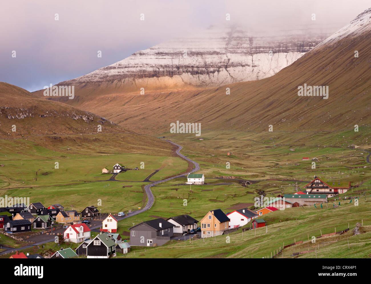 Dorf Gjogv auf der Insel Eysturoy, Färöer. (Juni) Frühjahr 2012. Stockbild