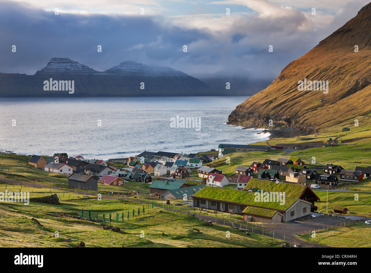 Malerischen Dorf Gjogv auf der Insel Eysturoy, Färöer. (Juni) Frühjahr 2012. Stockbild
