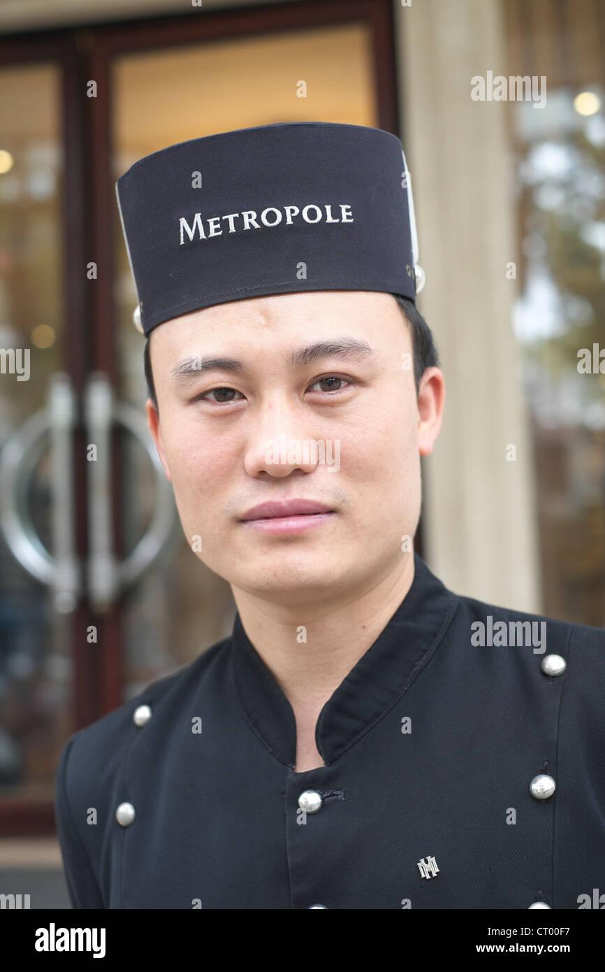 Porträt der Türsteher im Metropole Hotel in Hanoi Vietnam Stockbild