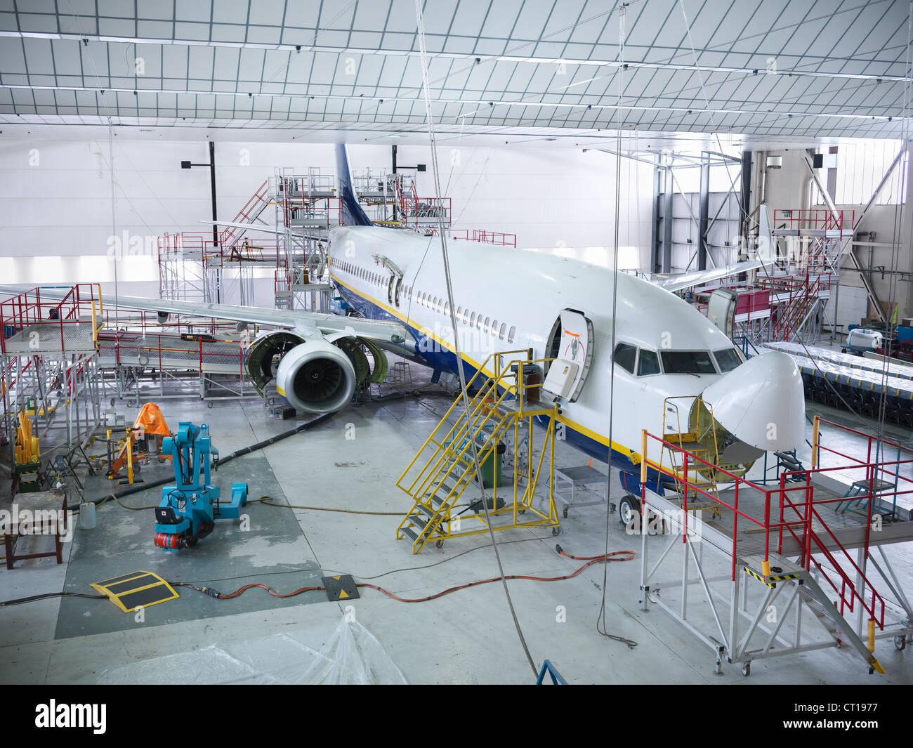 Flugzeug im Hangar gebaut Stockbild
