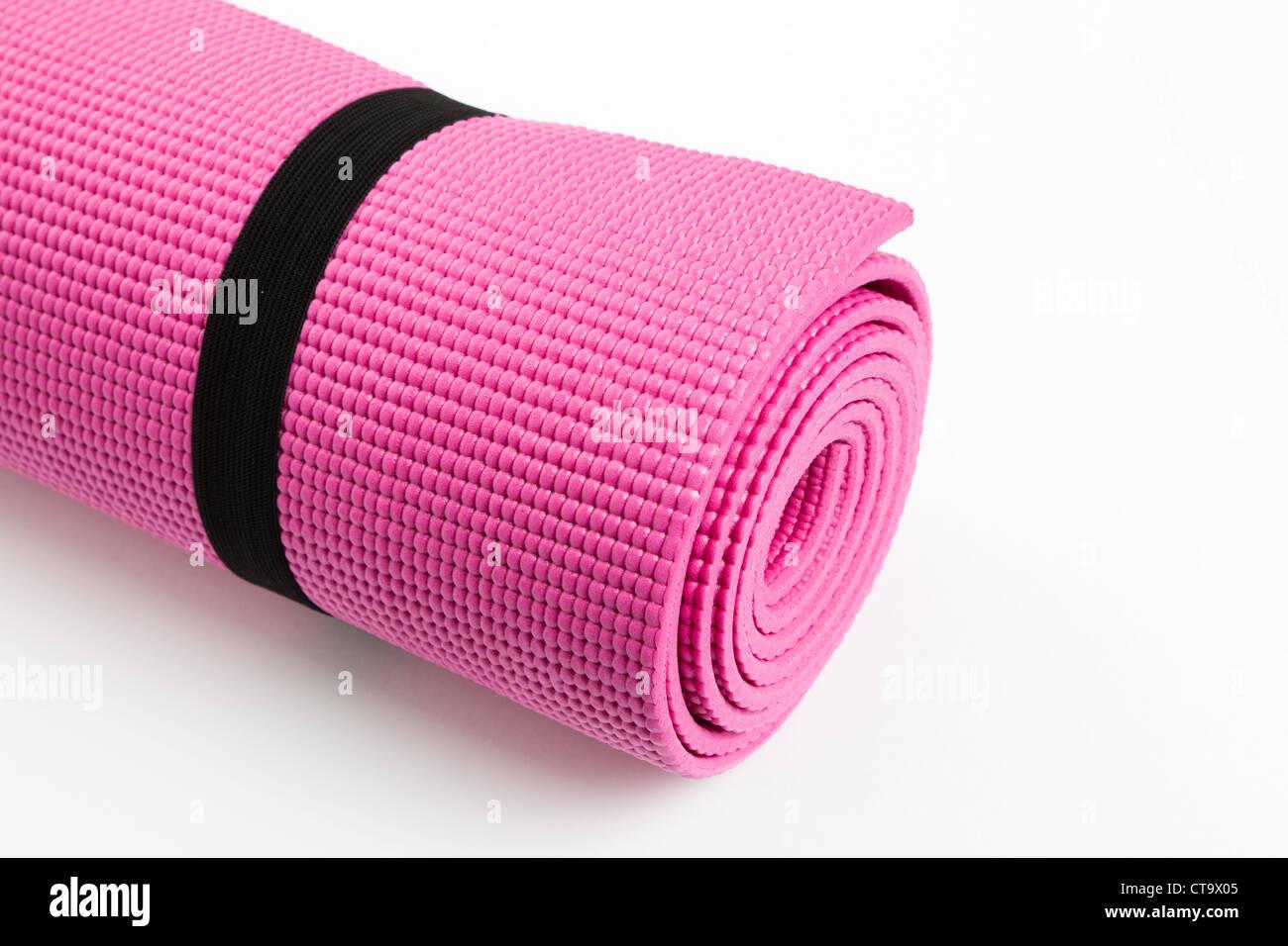 Rosa Yogamatte mit weißem Hintergrund Stockbild