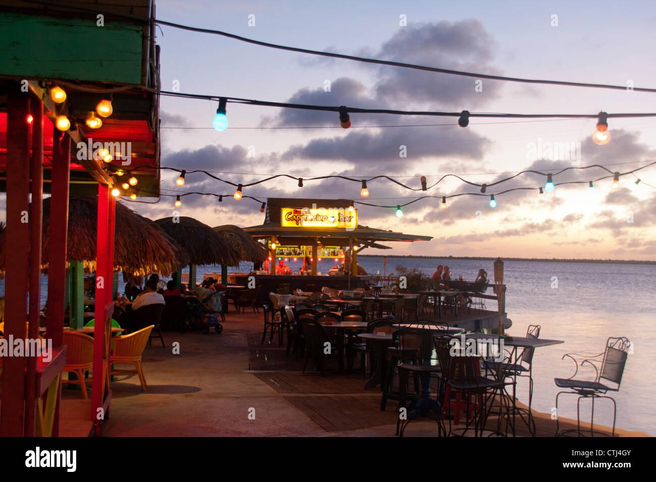 Strandbar bei Sonnenuntergang, Kralendijk, Bonaire, West Indies Stockbild