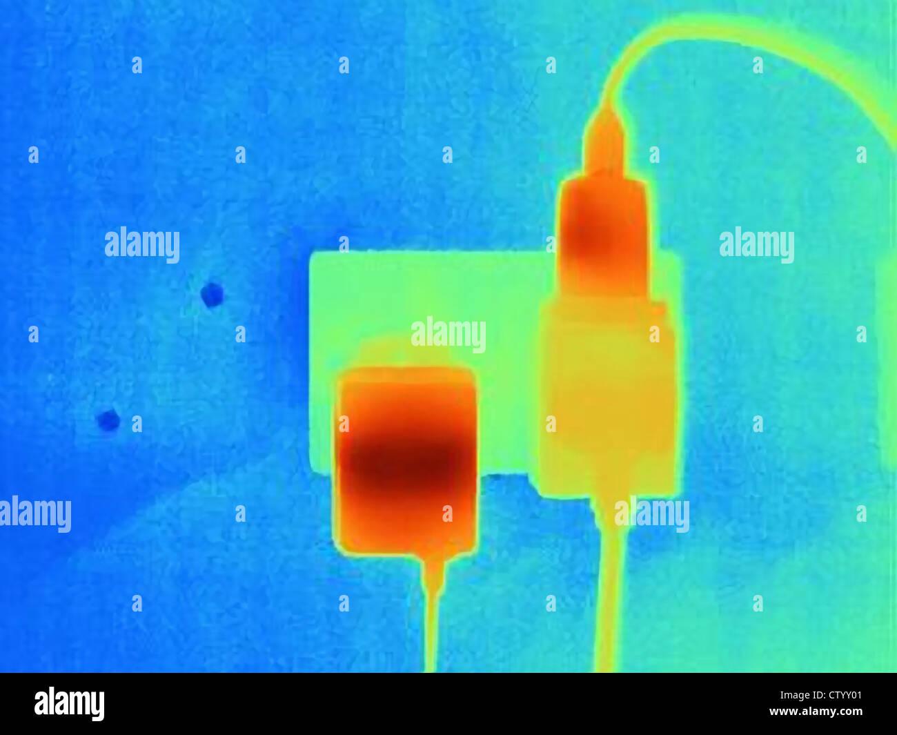 Wärmebild von Steckern und Steckdosen Stockbild