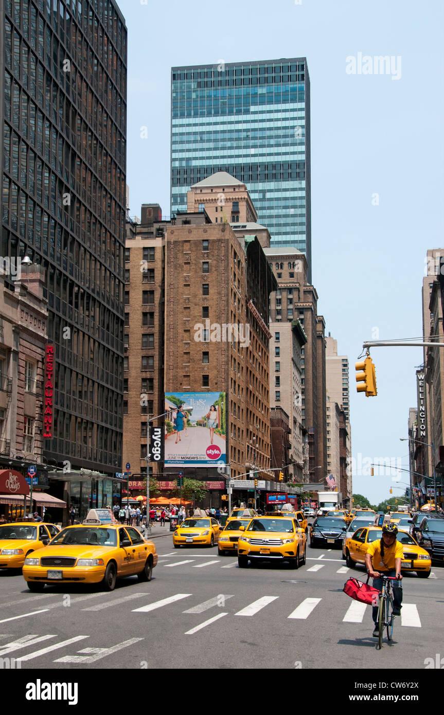 New York City 7 th Avenue Bike Biker Fahrrad Taxi Stockbild