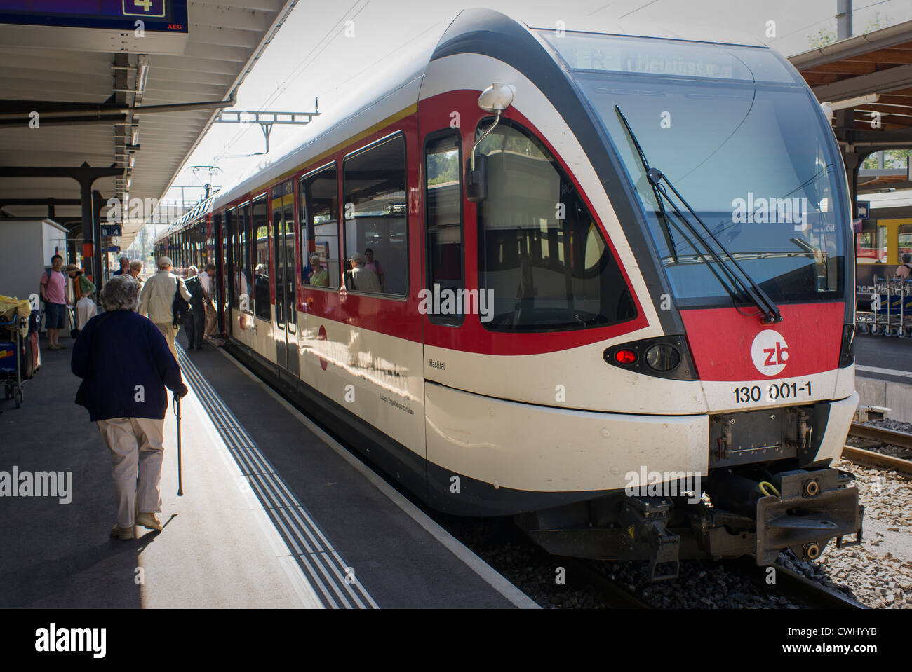Schweizer s-Bahn in Brienz Bahnhof verbindet Luzern mit Interlaken Stockbild