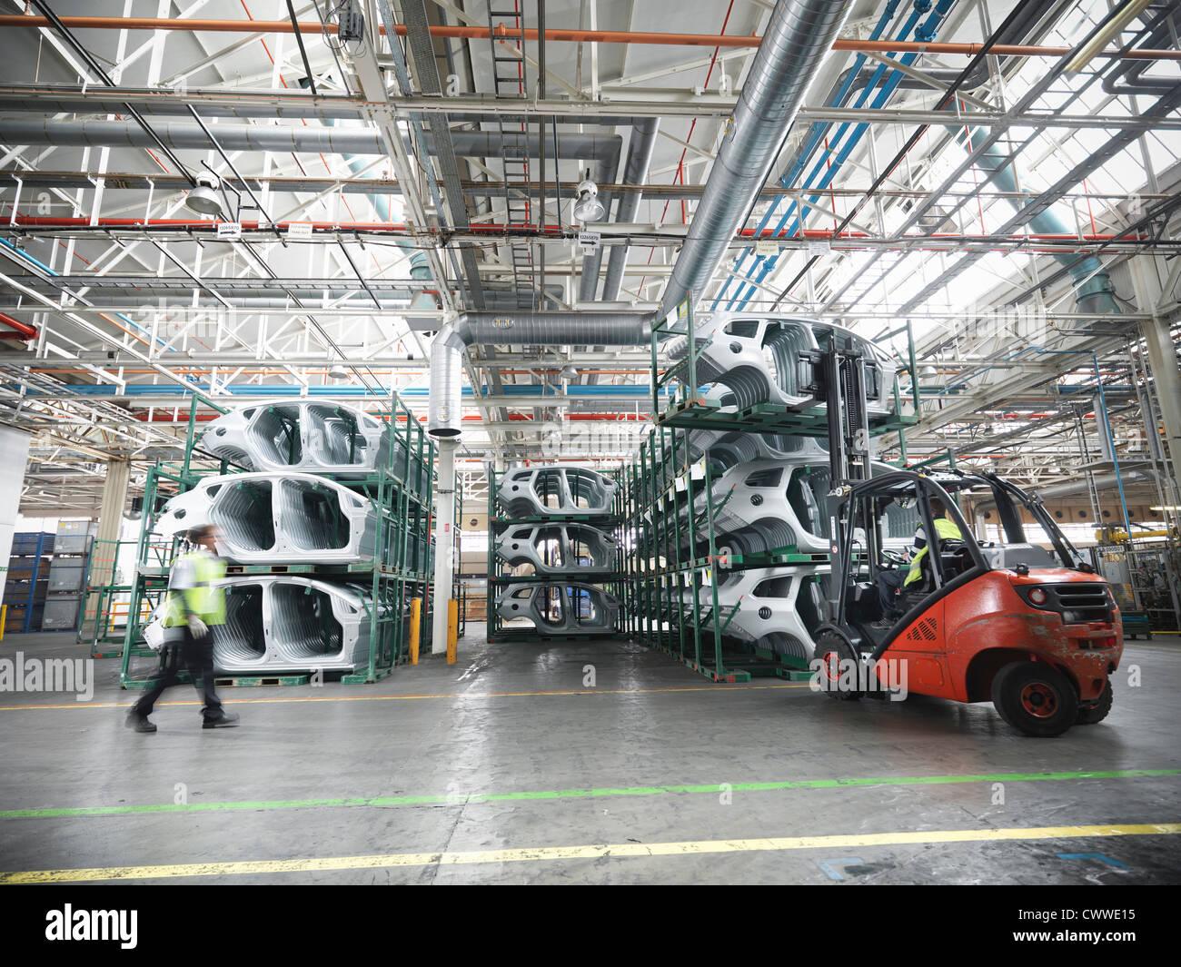 Autoteile in Automobilfabrik Stockbild