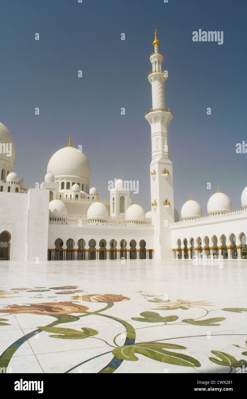 Reich verzierte Kuppel Moschee mit Turm Stockbild