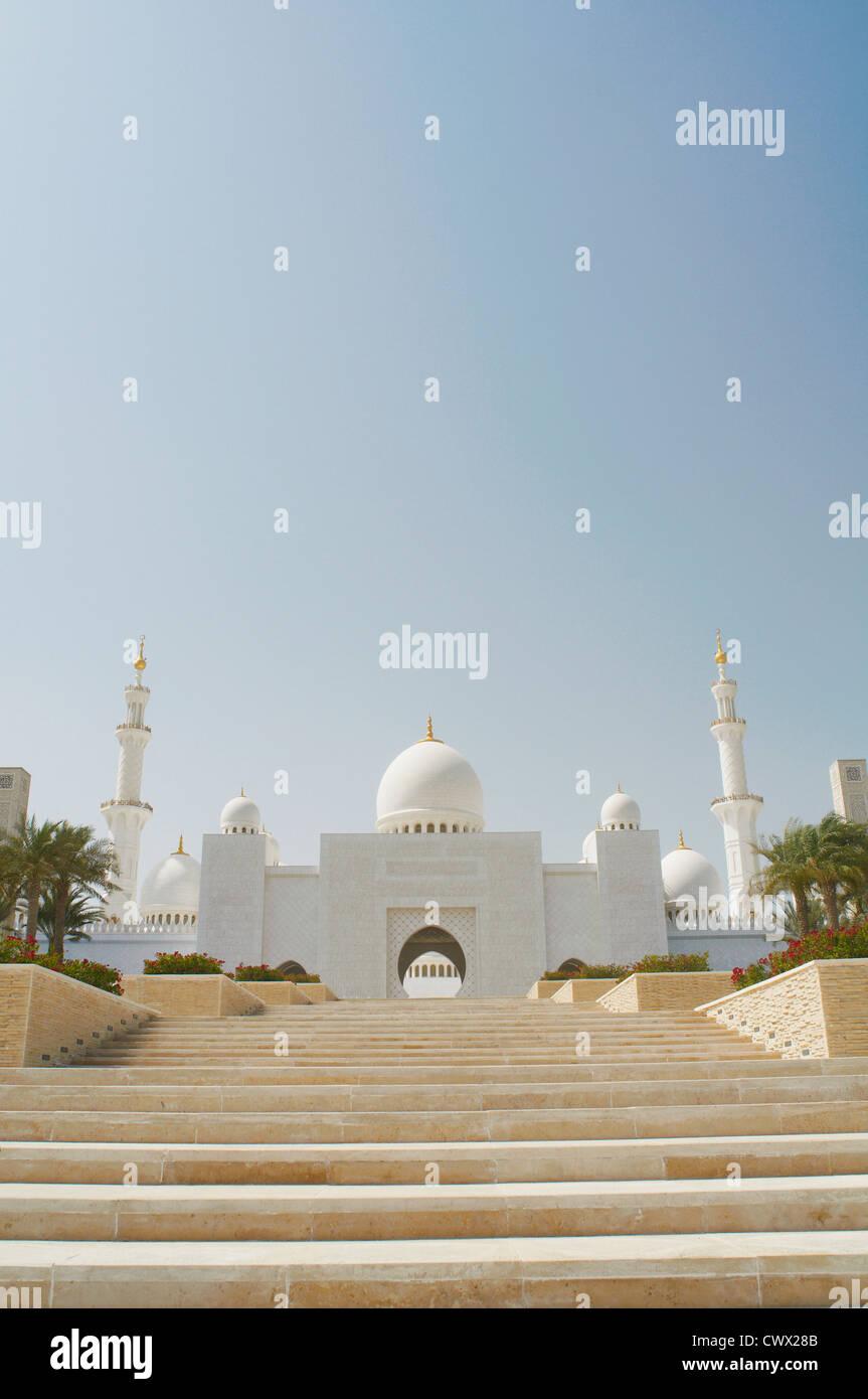Treppe zu reich verzierten Kuppel Moschee Stockbild