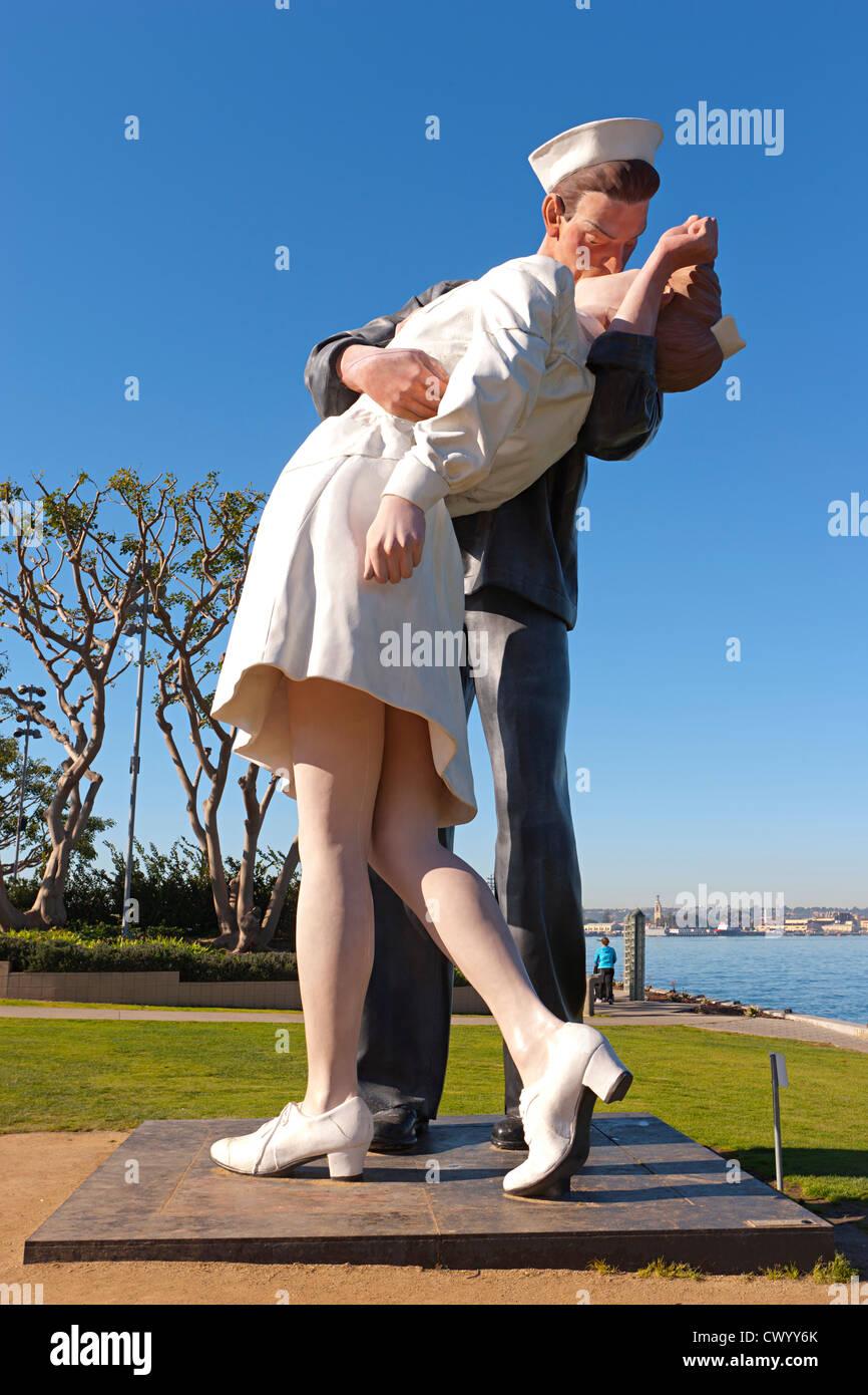gigantische Statue des Seefahrers küssen Krankenschwester San Diego USS Midway Museum 12 Stockbild