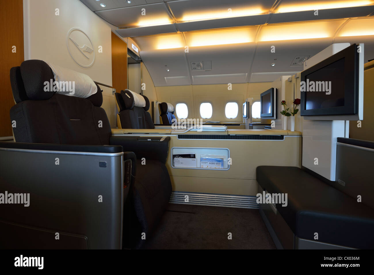 airbus a380 interior stockfotos airbus a380 interior bilder seite 2 alamy. Black Bedroom Furniture Sets. Home Design Ideas