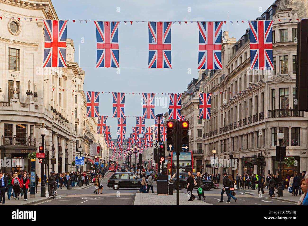 Union Jack-Flaggen auf Regents Street london Stockbild
