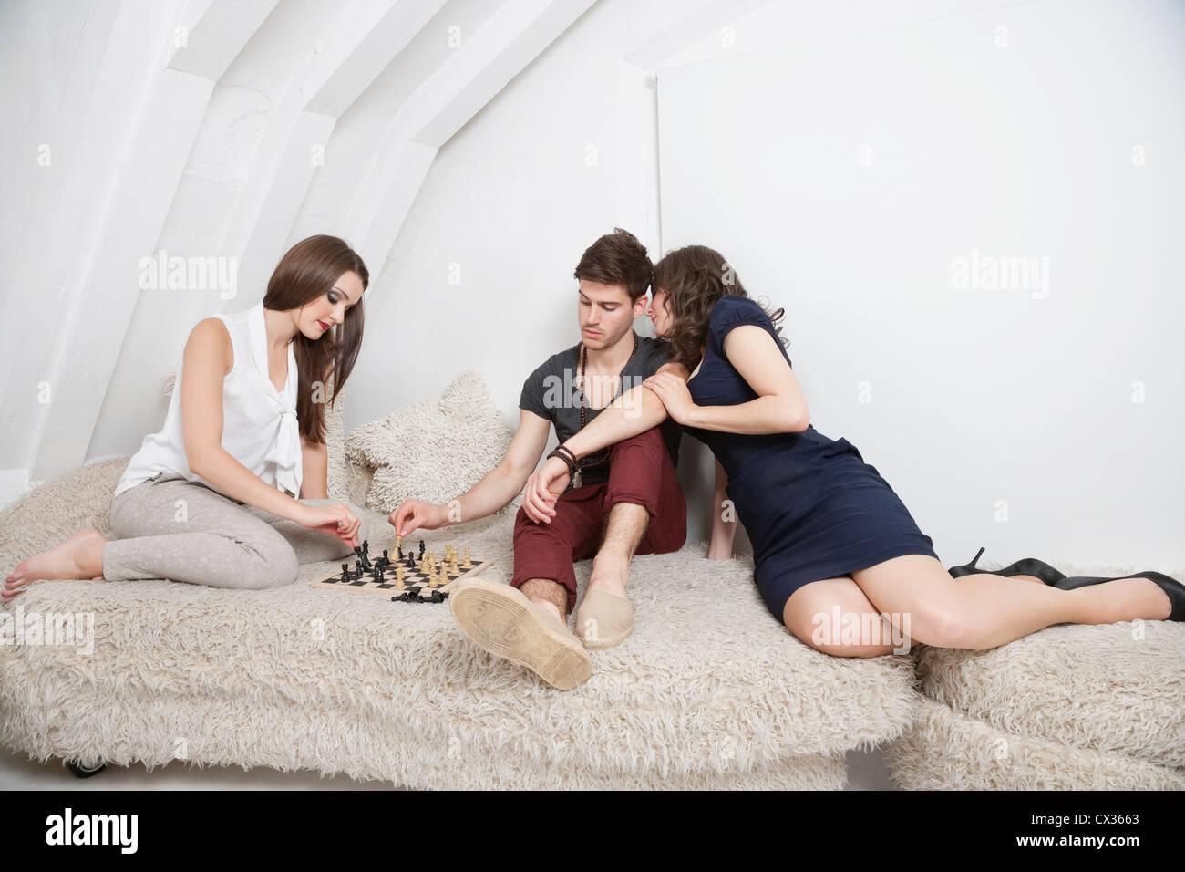 Drei junge Freunde haben eine Freizeit Stockbild