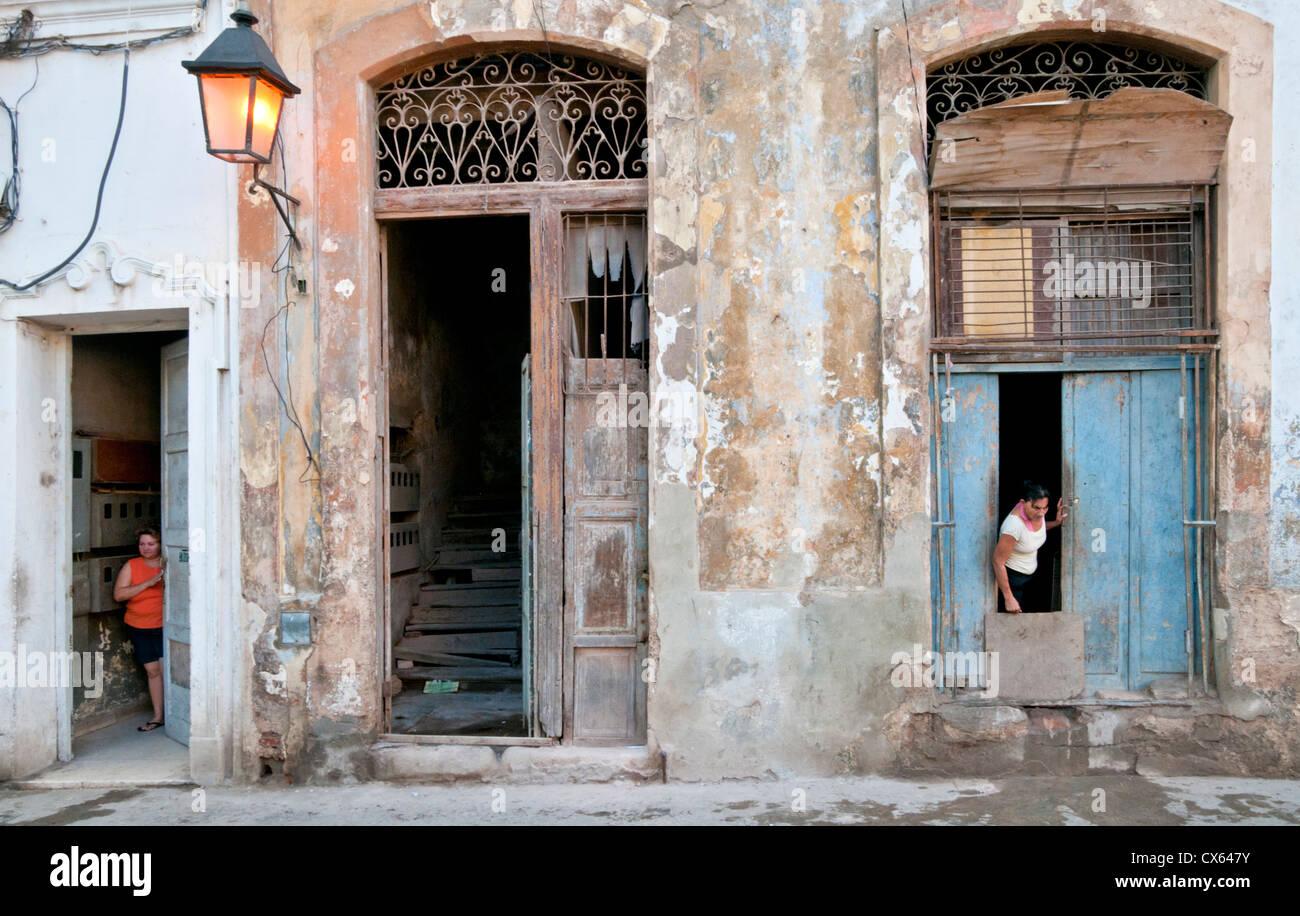 Kubanische Backstreet Leben, Calle Brasilien, Habana Vieja, Havanna, Kuba, Caribbean Stockbild