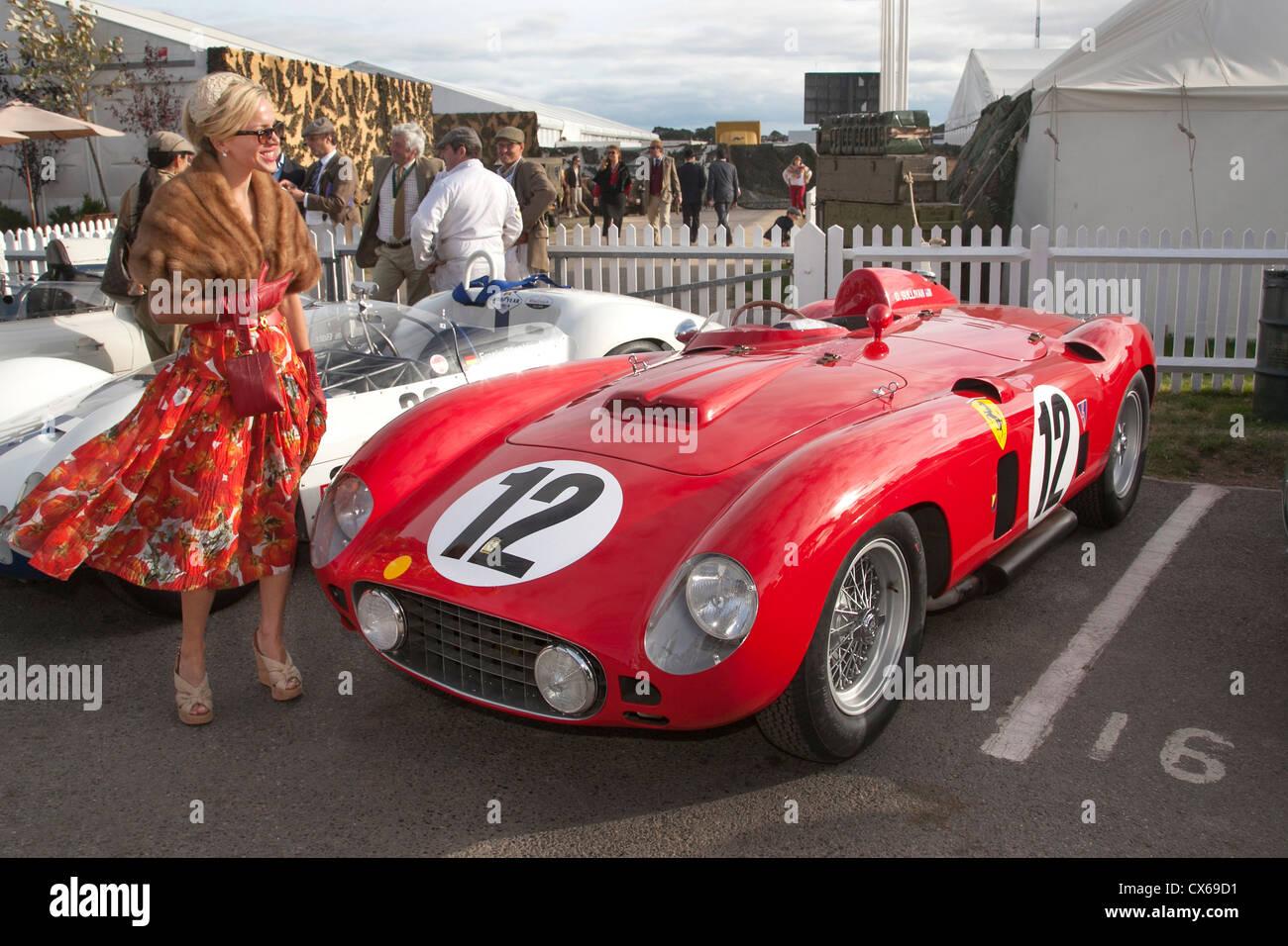 Ferrari-Besitzer beim Goodwood Revival. 1956 860 Monza Stockbild