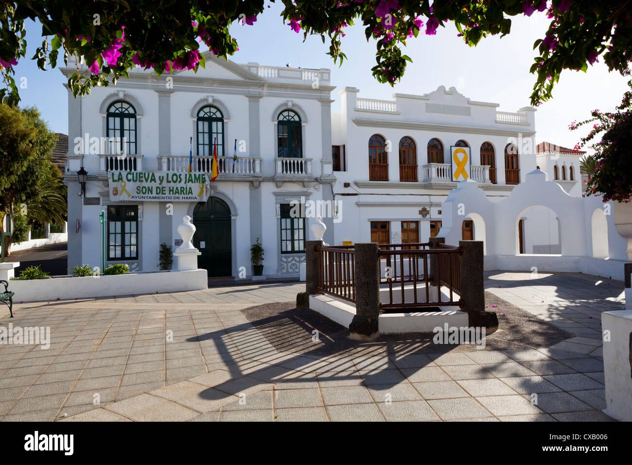 Plaza De La Constitución und Ayuntamiento (Rathaus), Haria, Lanzarote, Kanarische Inseln, Spanien, Europa Stockbild