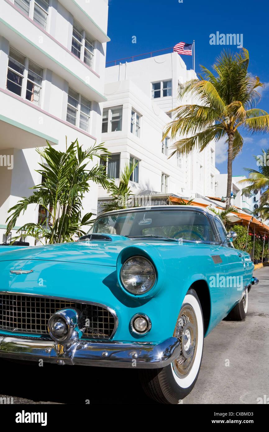 Avalon Hotel und Classic Auto auf South Beach von Miami Beach, Florida, Vereinigte Staaten von Amerika, Nordamerika Stockbild