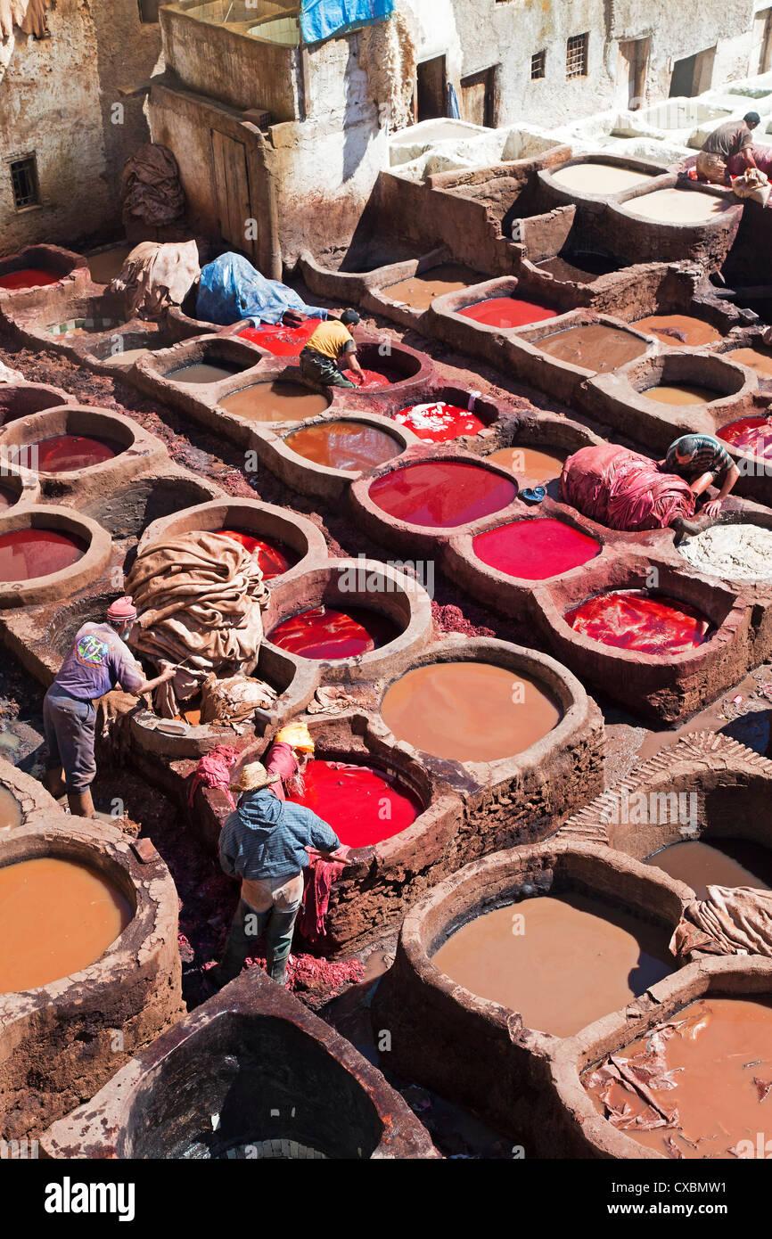 Bottiche für Gerben und Färben tierischer Häute und Felle, Chouwara traditionellen Leder Gerberei Stockbild