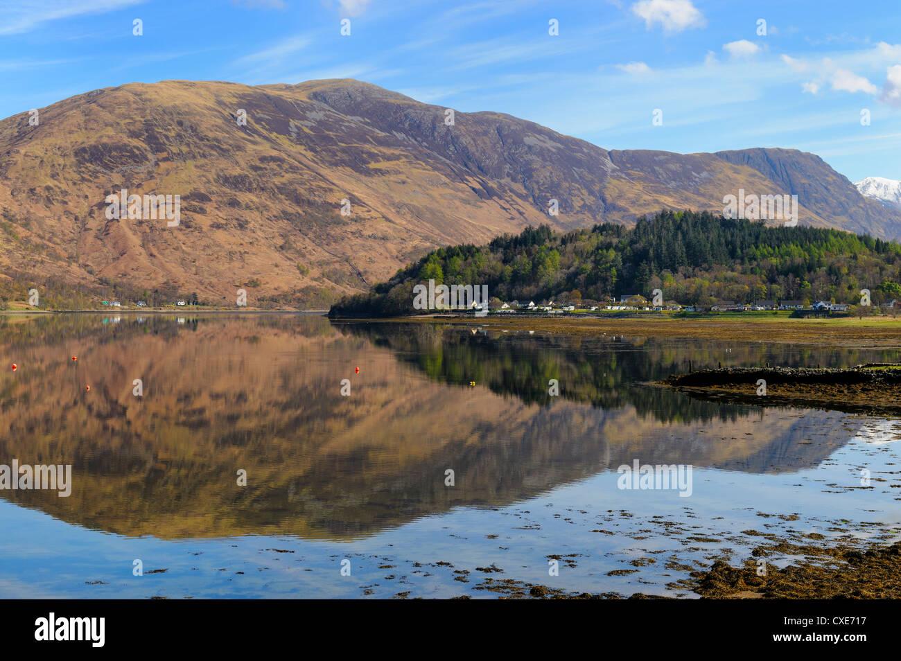 Loch Leven Reflexionen, Glencoe Village, Schottisches Hochland, Schottland Stockbild