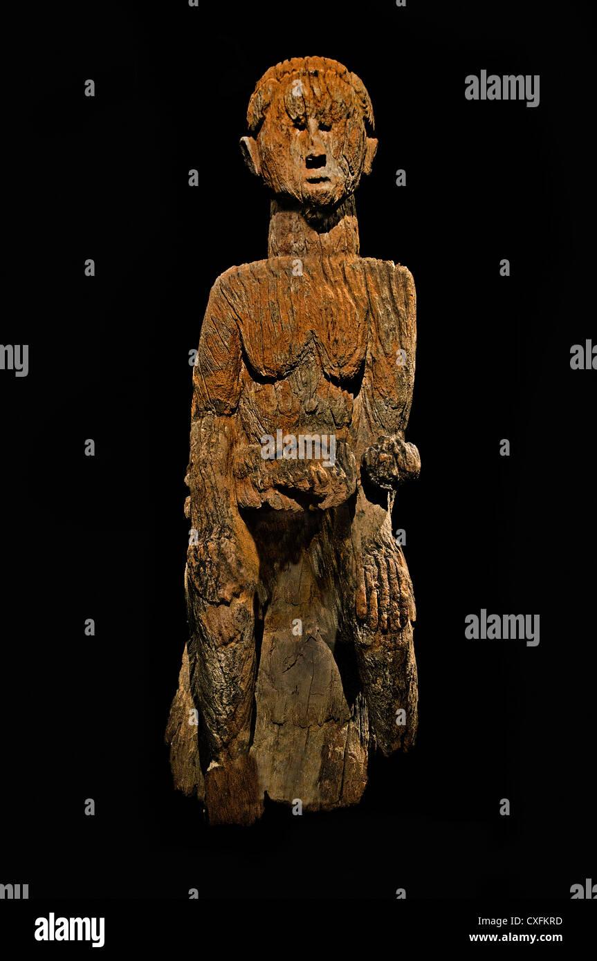 Mutterschaft Figur Mutter und Kind 17. Jahrhundert Nigeria Kultur Mbembe Völker 108 cm Afrika Stockbild