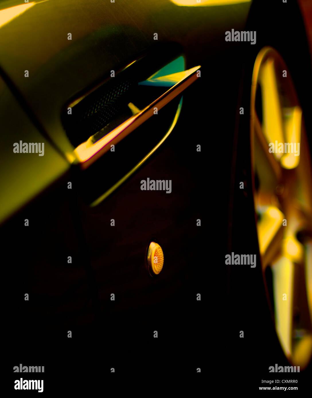 vorne Beifahrerseite Aston Martin v8 Vantage Rad Legierung schöne dunkle Schatten Ökostrom Traum Auto Stockbild