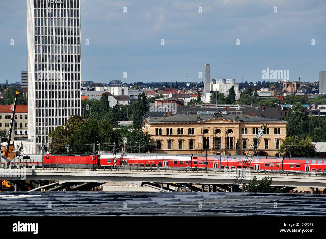 Regionalzug nach Hauptbanhof Berlin Deutschland Stockbild