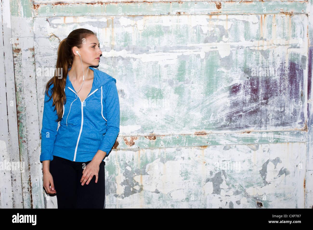 Frau trägt Sportkleidung Stockbild