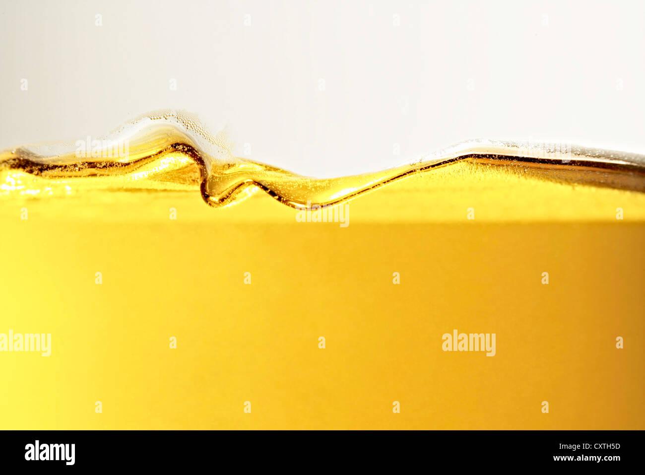 Nahaufnahme des Öls im Glas Stockbild