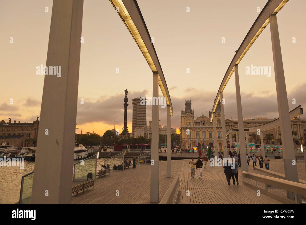 Barcelona, Spanien. Uferpromenade von Rambla de Mar gesehen. Stockbild
