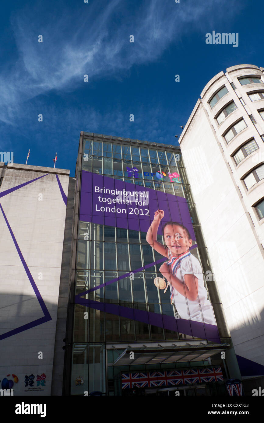 2012 Olympische Sponsor British Telecom Gebäude mit Kampagne Werbung London, England, UK Stockbild