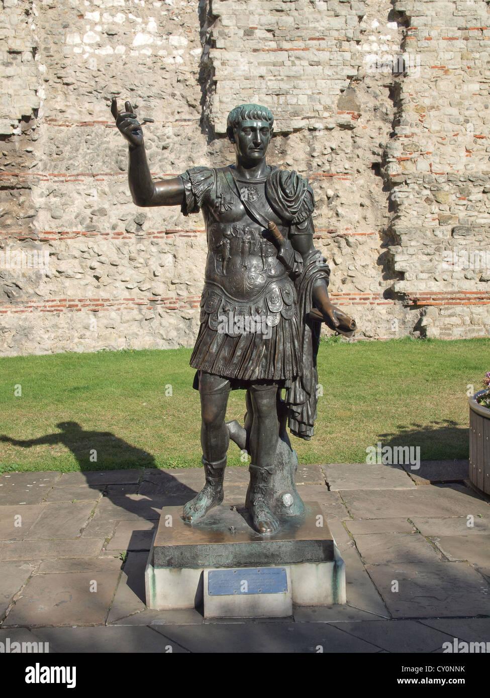 Antike römische Statue des Kaisers Trajan in London Stockbild