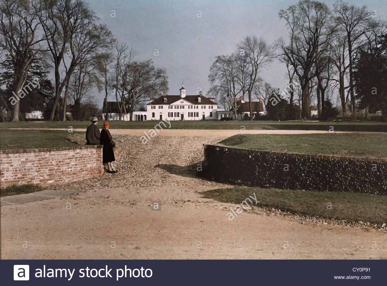Serpentin Drive führt hinauf zum verzierten Mount Vernon Mansion. Stockbild