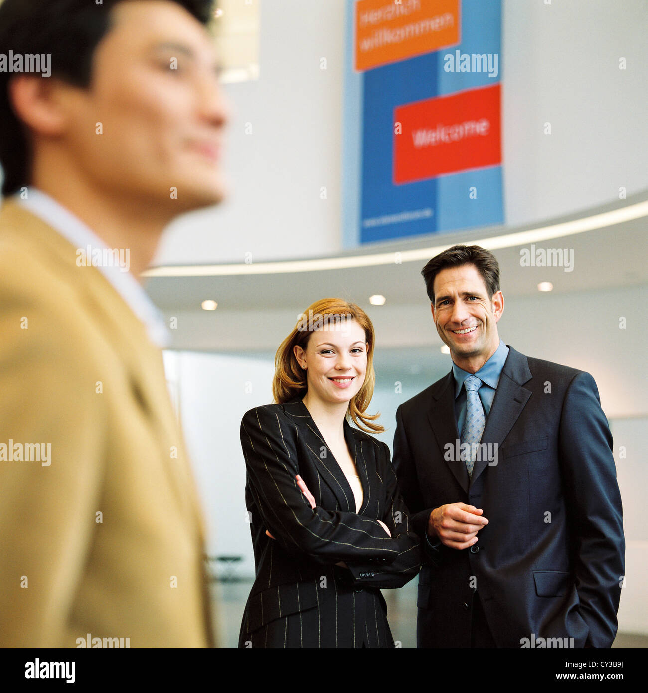 Manager Business Mann Frau Gruppe lizenzfrei außer anzeigen und Reklametafeln Stockbild
