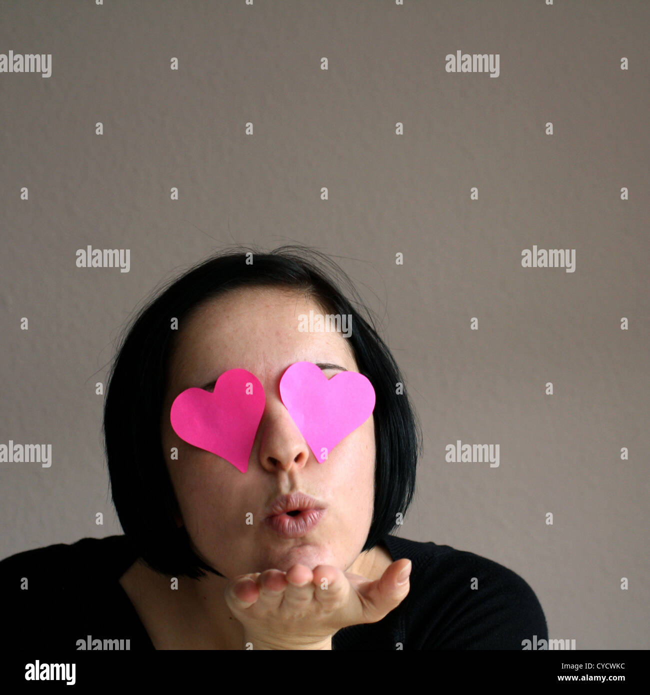 liebevolle, rosa Brille, einen Kuss Stockbild