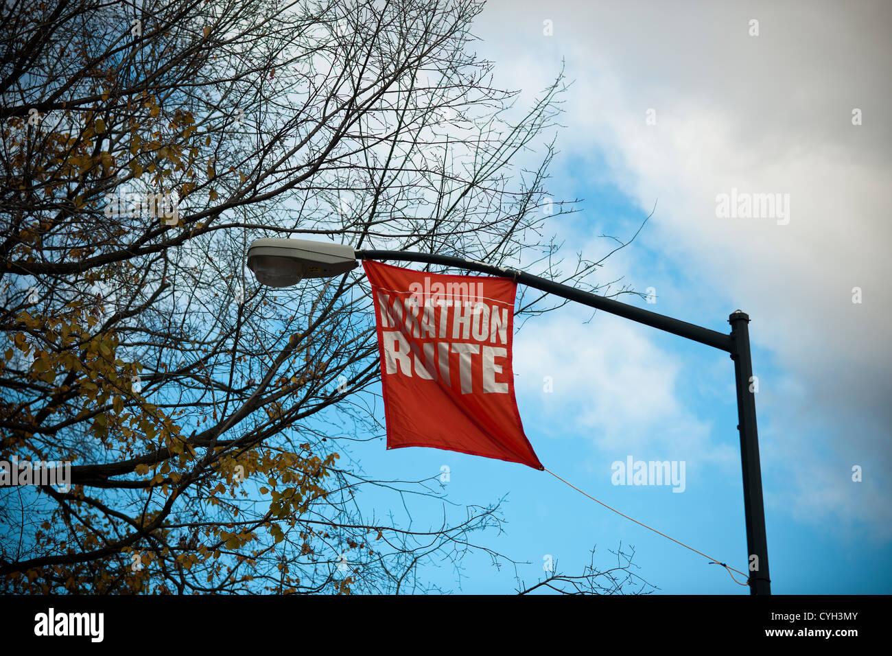 Banner hängen in der Nähe von Central Park in der Nähe der Ziellinie für den 43. jährliche Stockbild