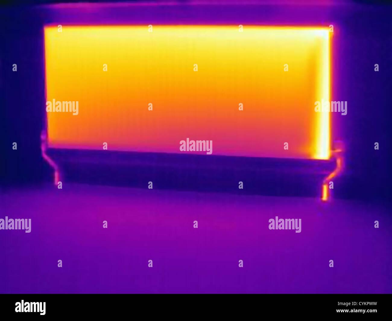 Wärmebild der Heizung Heizkörper Stockbild