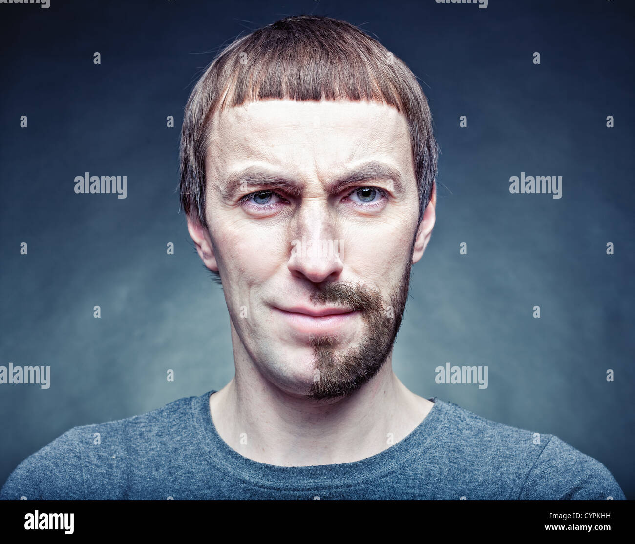 eine halbe Stufe das Gesicht zu rasieren. Fotokonzept Stockfoto